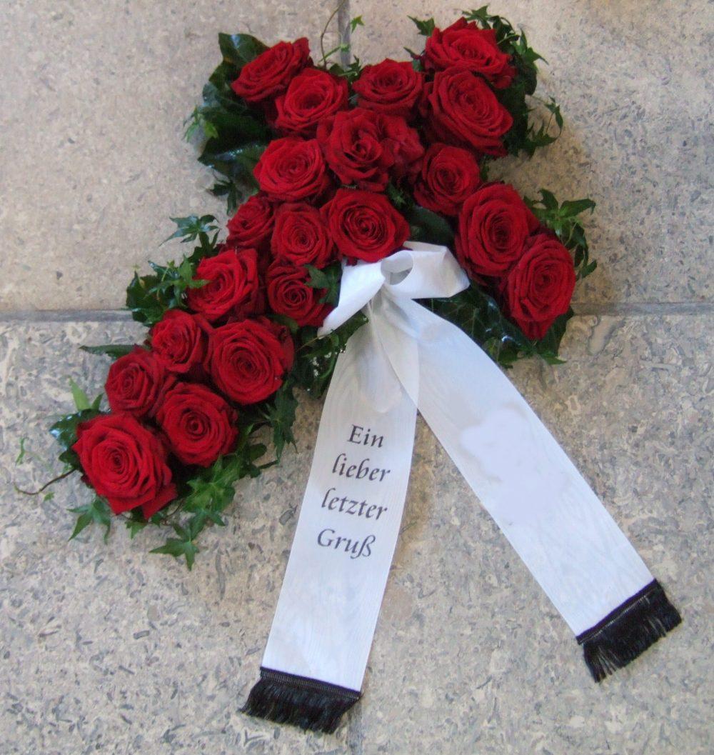 Kreuz mit Rosen